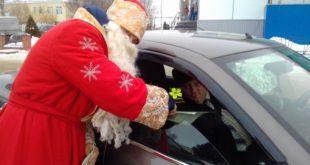 В поселке Добринка состоялся парад Дед Морозов