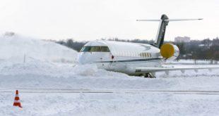 Сильнейший снегопад не помешал сегодня работе липецкого аэропорта