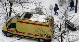 Школьница под Липецком попала в больницу из-за упавшей глыбы снега с крыши