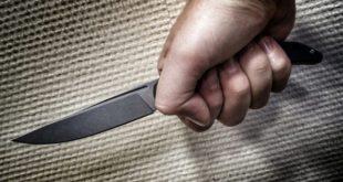 мужчина с ножом напал на охранников бара