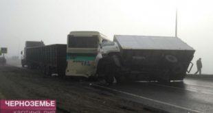 Под Белгородом столкнулись 14 автомобилей ирейсовый автобус