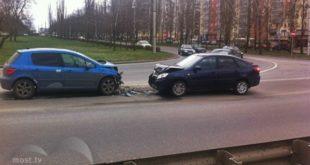 Лобовое столкновение произошло на улице Берзина