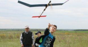 Липецкие школьники соревновались в авиамоделировании