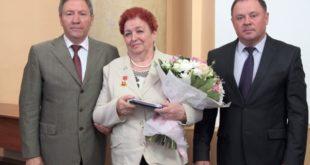 Олег Королев вручил труженикам региона госнаграды