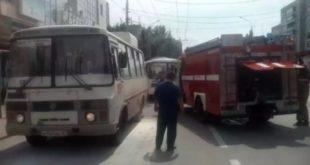 На улице Вермишева в Липецке загорелся пассажирский автобус