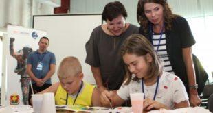 Послание в космос: онкобольные дети нарисовали свои мечты на скафандре