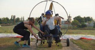 Липчане-колясочники поднялись в небо на параплане