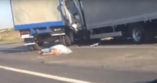 Столкновение двух фургонов попало навидео