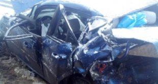 Иномарку расплющило в двойном ДТП: пострадала женщина-водитель
