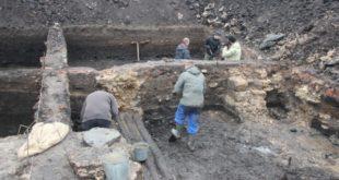 Кожаная обувь, детские игрушки и монеты: археологи раскапывают центр Липецка