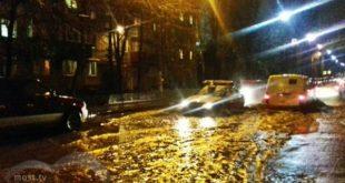 Наулице Семашко вЛипецке «плывут» машины