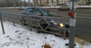 Инормарка врезалась вдорожное ограждение вЛипецке (видео)