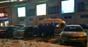 Пятеро вмасках стреляли вмашину уТРЦ «Европа» вЛипецке (фото, видео)