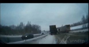 Момент жуткого ДТП натрассе Липецк— Воронеж попал на видео