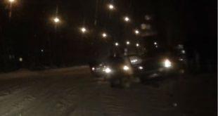 Неадекватный водитель вЛипецке таранил машины иврезался встолб (видео)