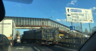 ДТП сбольшегрузами затруднило движение трассе М-4 «Дон»