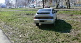 Липчан продолжат штрафовать за парковку на газонах