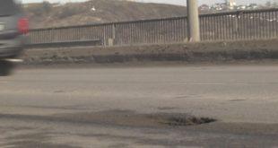 Чтобы липчане не разбили машины, на Октябрьском мосту начали ремонт асфальта