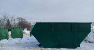 Елец постепенно очищают от мусора и…елок