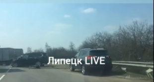 Два внедорожника столкнулись на окружной трассе под Липецком (видео)