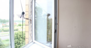 Ребенок едва не выпал из окна 12-го этажа в Липецке