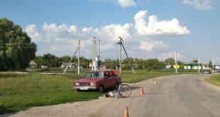 ВАЗ сбил велосипедистку с трехлетней пассажиркой