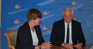Первой зарегистрировалась в качестве кандидата на должность губернатора Лариса Ксенофонтова