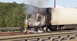 КамАЗ сгорел на М-4 в Липецкой области (видео)