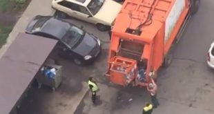 Отсортированный мусор свалили в одну машину по просьбе липчан
