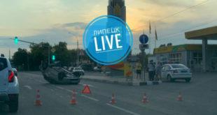Авто перевернулось вверх колёсами в Липецке (фото)