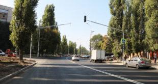 Новые светофоры монтируют на улице Космонавтов в Липецке