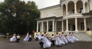 «На балу в усадьбе Стаховичей» танцевали и варили «Литературное варенье»